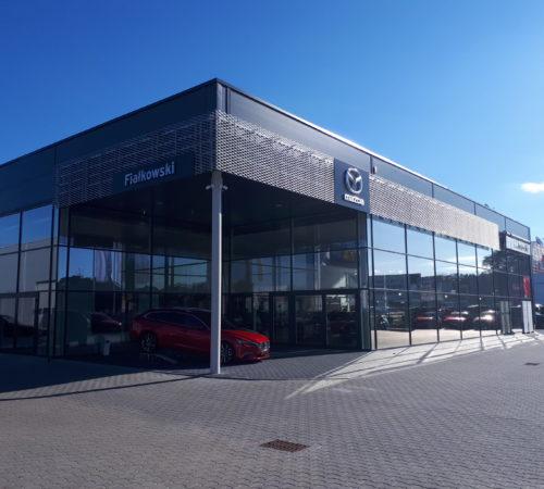 Fasada-szklana-salon-samochodowy-Mazda-Zielona-Góra-Rolex-Zielona-Góra