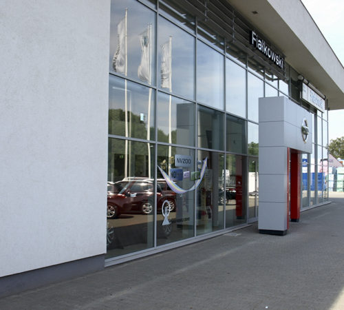 fasada-aluminiowa-Salon-samochodowy-Nissan-rolex-zielona-gora
